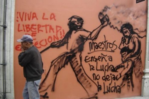 446443-Strike-graffiti-in-Oaxaca-city-0.jpg