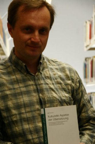 Igor Panasiuk präsentiert in der Bibliothek der Europa-Universität Viadrina seine letzte Publikation , Foto: Alexander Roßbach