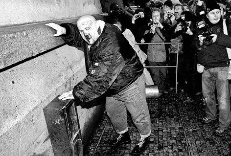 nazi weint