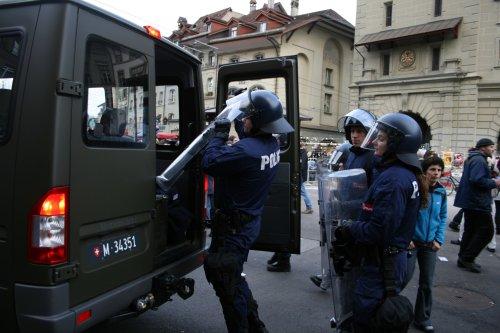 WEF_Militaertransporter_Verladen_Polizei.jpg