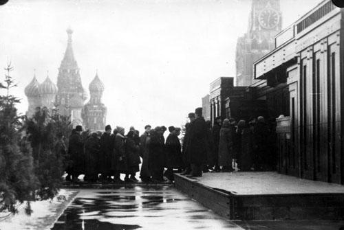 Bundesarchiv_Bild_102-01169,_Moskau,_Lenin-Mausoleum.jpg